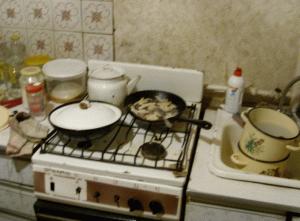 Классическое непонятно что на сковородке. Но скорее всего, там макароны)