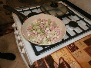 Жарим пельмени на керамической сковороде